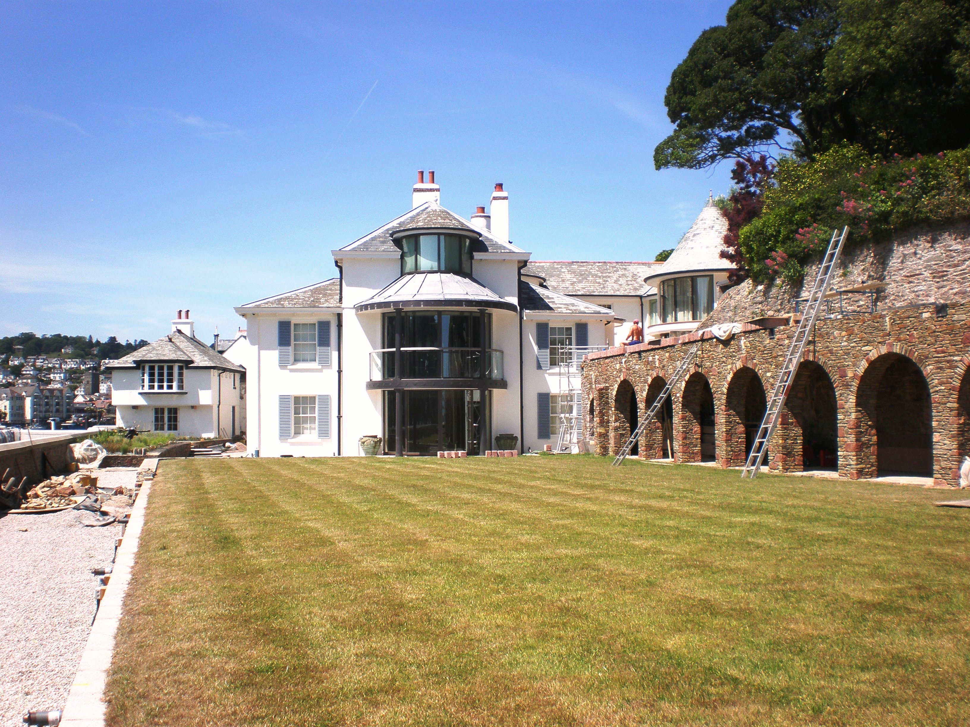 Extensions and alterations made to a Grade II listed riverside property in the South Hams